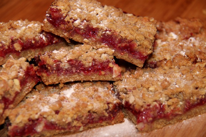 Almond-Raspberry-crumble bars